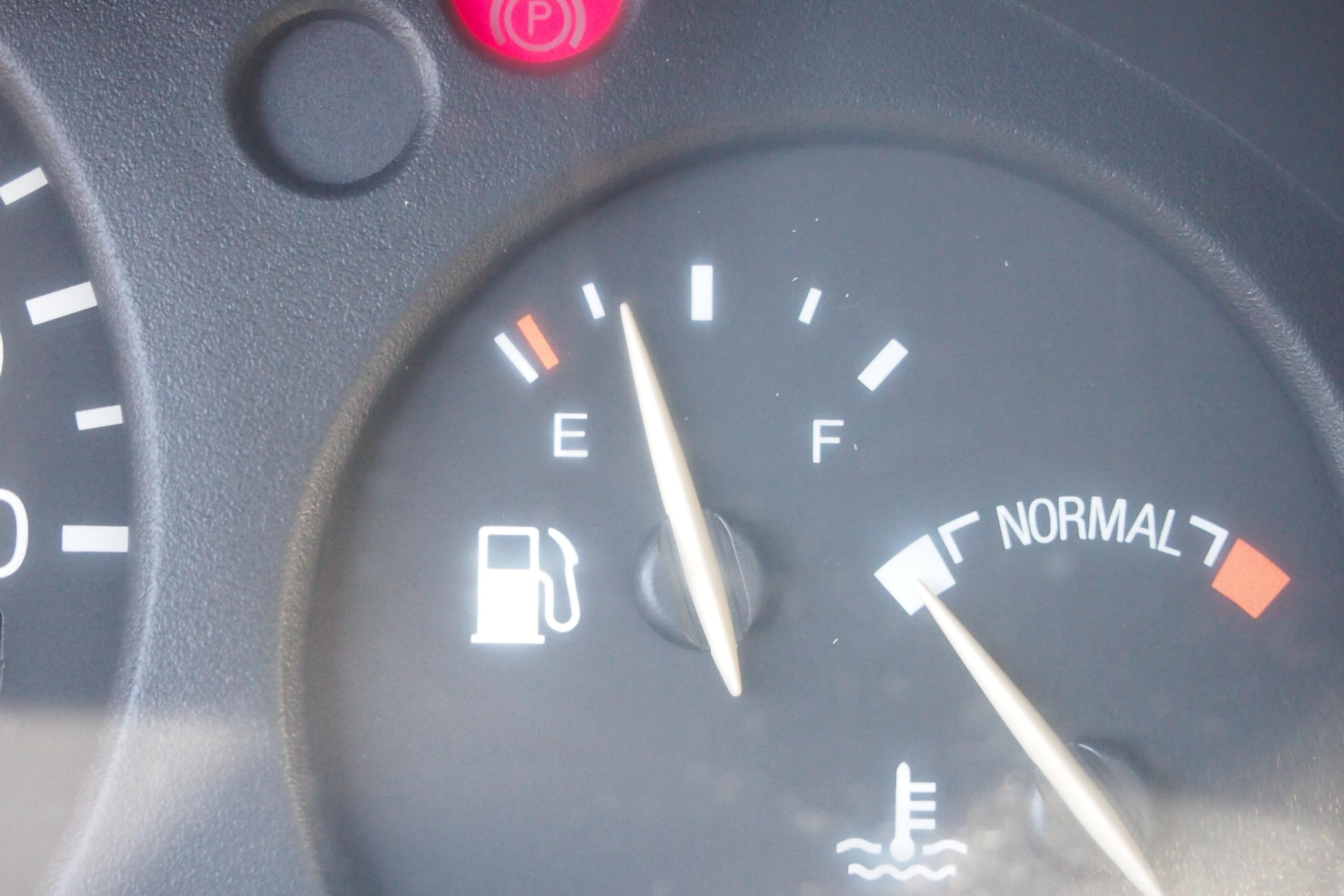 analoge Kraftstoffanzeige im Ford Escort
