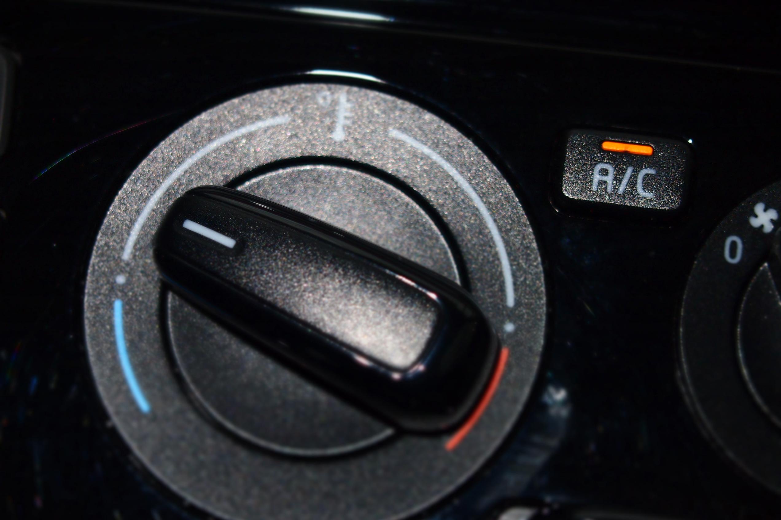 Bedienpanel der Klimaanlage im VW Up
