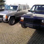 Jeep Cherokees auf dem Firmenhof